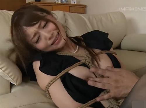 喪服のアダルトな人妻のおまんこを緊縛レイプ調教騏上位 動画
